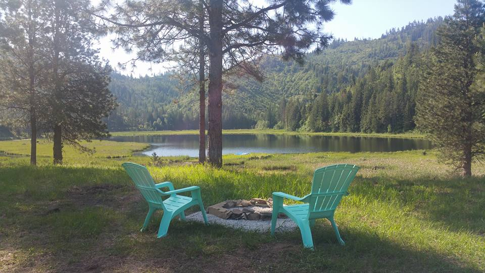 Come fish our private lake and enjoy the serenity of timber land and trails as your only neighbors! Fishing is hot and the weather is gorgeous.  Enjoy the tranquility of water travel by canoe, kayak, or boat (gas engine free).