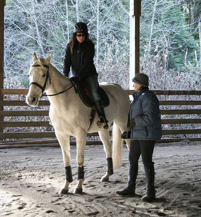 "Denise explaining th importance of a ""good leg"" to Natalie during her second lesson on lovely Gandalf."