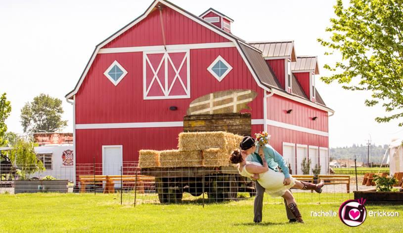 Barn-and-Kissing-couple