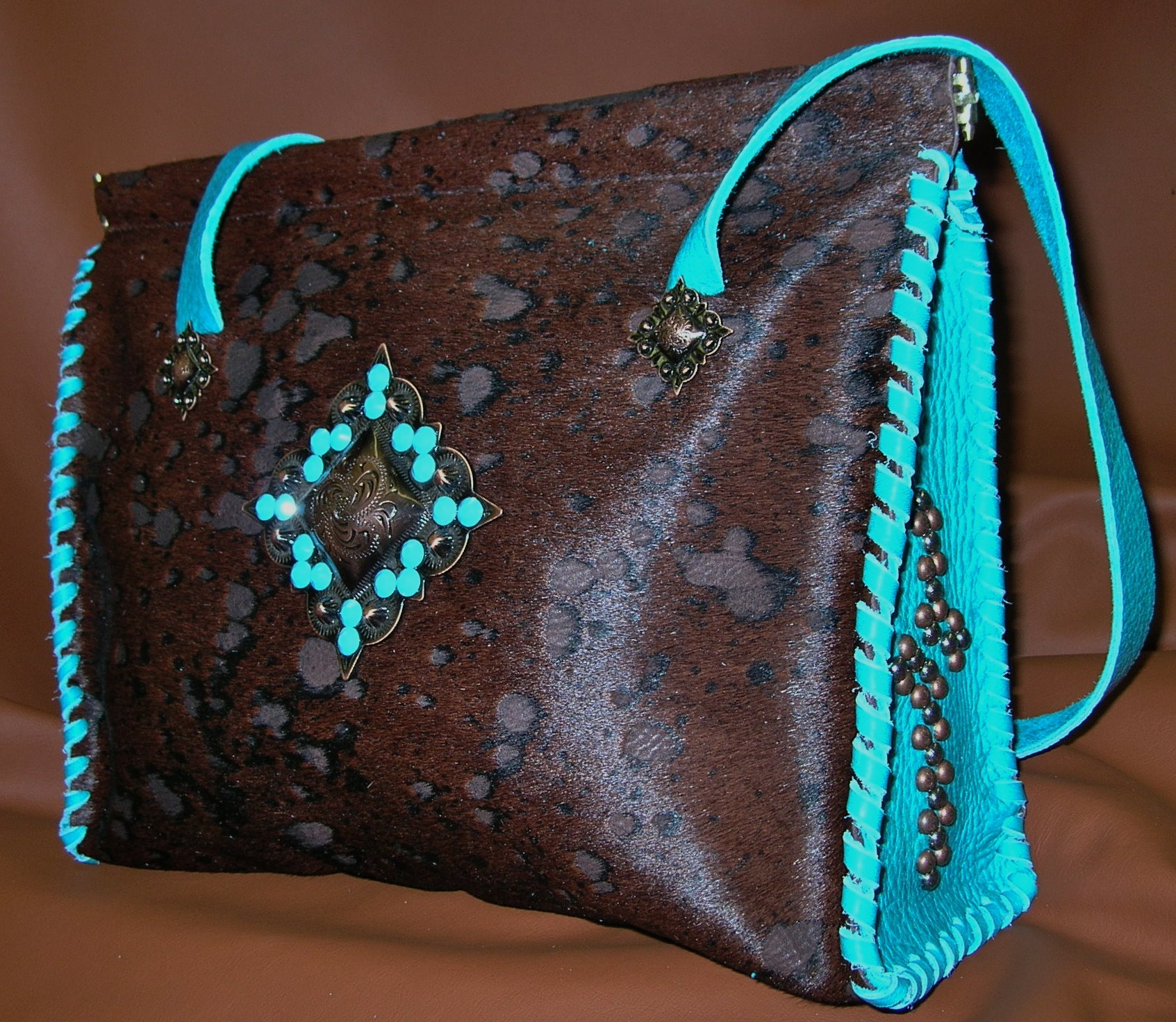 Start the New Year out right with a CUSTOM handbag from JBLD! Julie Baugher Leather Design is gearing up for the New Year…more to come!