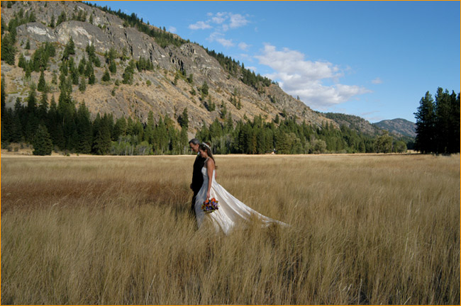 For weddings we offer a spectacular and unique setting for the couple who want to be married in the great outdoors. Rustic but elegant, our guest ranch is an excellent choice for a small wedding of 100 people or so.