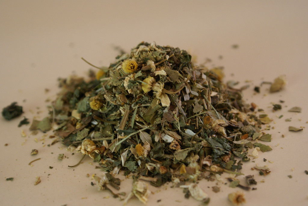 A blend of seven herbs that supports normal, healthy circulation in hooves.   Active Ingredients:  Bilberry, Burdock, Celery Seed, Chamomile, Golden Rod, Meadowsweet, Nettle